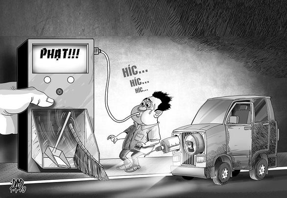 Lái xe khi say xỉn: buộc đi quét đường, vét kênh sợ hơn đóng phạt 20 triệu - Ảnh 1.