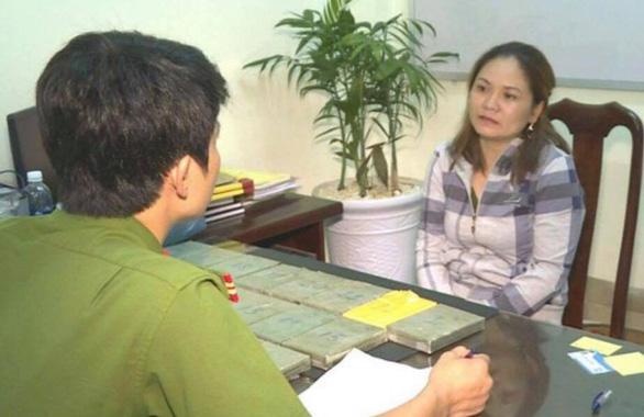Giấu 22 bánh heroin trong lốc máy ôtô chạy về Việt Nam - Ảnh 1.