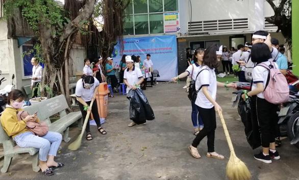 Sinh viên TP.HCM cam kết thấy rác nhặt ngay, không dùng ly nhựa - Ảnh 2.