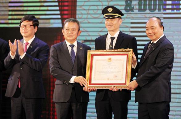 Đoàn bay 919 đón nhận Huân chương Độc lập hạng nhì - Ảnh 2.