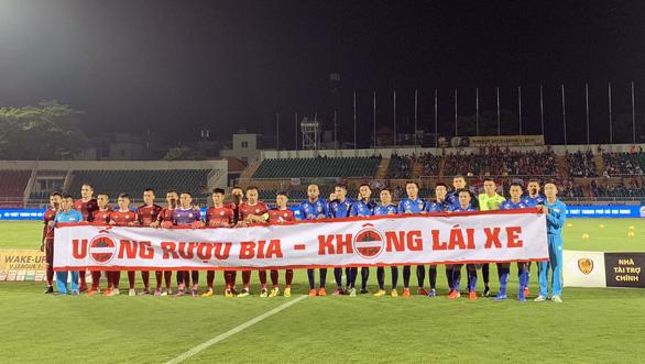 Không thắng Quảng Nam, CLB TP.HCM vẫn tiếp tục dẫn đầu V-League 2019 - Ảnh 2.