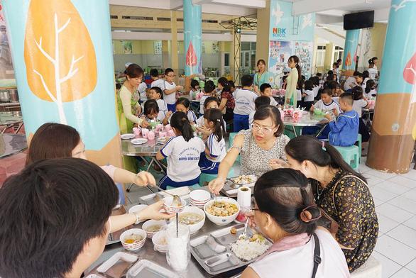 Phải mời phụ huynh giám sát an toàn thực phẩm trong trường học - Ảnh 4.