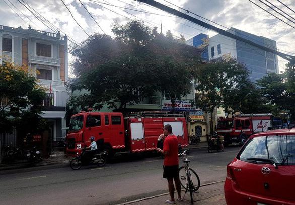 Cháy Văn phòng đăng ký đất đai lúc mờ sáng - Ảnh 1.