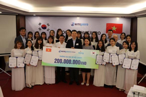 Học bổng Hitejinro trị giá 200 triệu được trao đến sinh viên Việt - Ảnh 1.