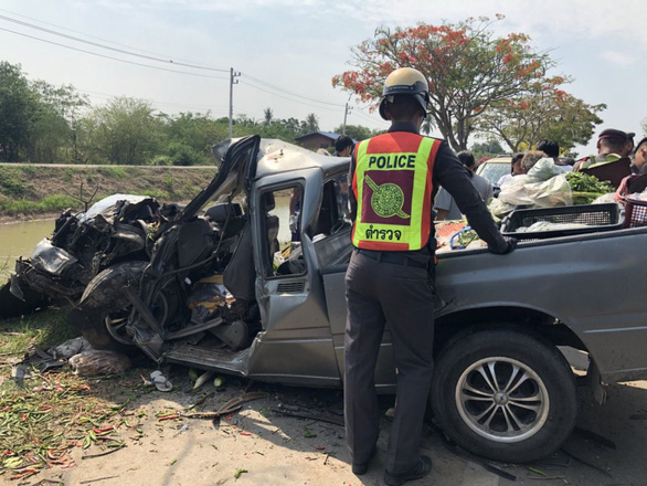 Nước ngoài phạt lái xe say xỉn: chăm sóc người bị xe tông, làm trong nhà xác - Ảnh 1.