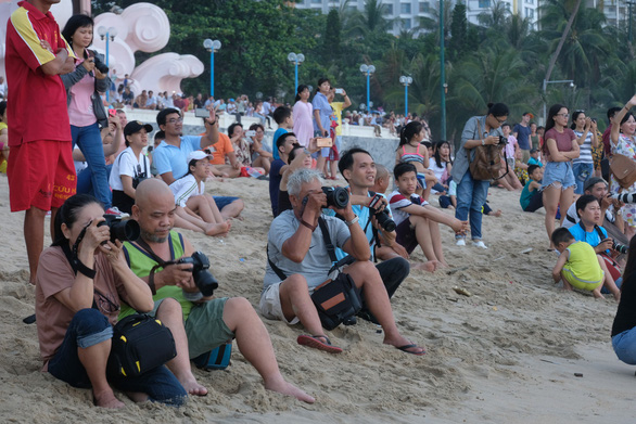 Xem các kỳ nhân vờn trên sóng nước Nha Trang - Ảnh 5.