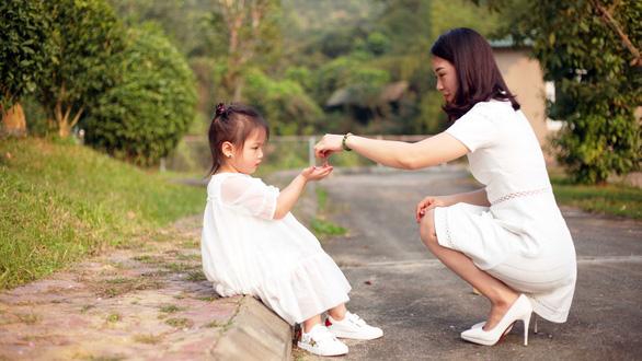 Ngày của Mẹ, nghĩ về việc làm mẹ thời 4.0 - Ảnh 1.