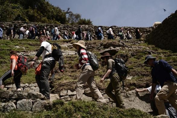 Peru giới hạn du khách để bảo vệ Machu Picchu - Ảnh 1.