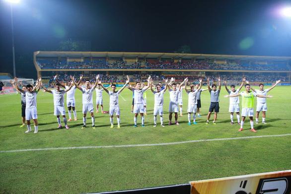 Sân Hàng Đẫy: Viettel đại bại trên sân nhà - Ảnh 1.