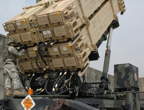 Mỹ dụ Ấn Độ mua tên lửa Mỹ thay thế tên lửa Nga - Ảnh 1.