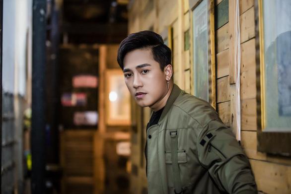Châu Khải Phong úp mở về MV mới - Ảnh 2.