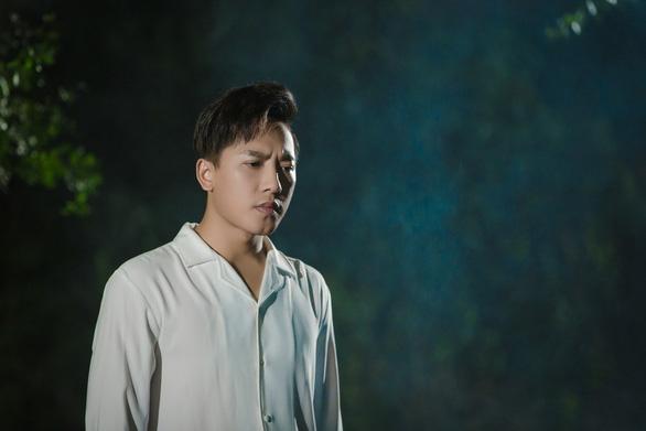 Châu Khải Phong úp mở về MV mới - Ảnh 3.