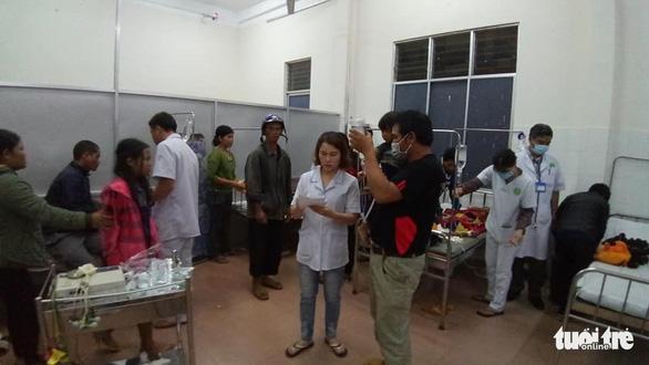 Ăn đám cưới xong, 130 thực khách đi cấp cứu trong đêm - Ảnh 1.
