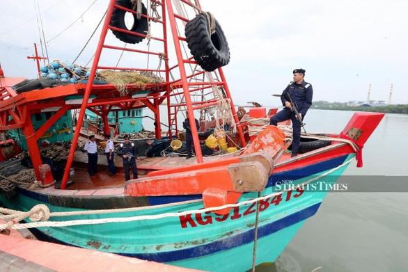 Malaysia bắt giữ 29 ngư dân Việt Nam - Ảnh 1.
