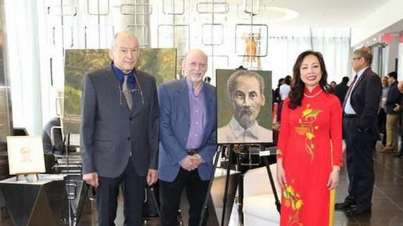 Họa sĩ Canada vẽ chân dung Chủ tịch Hồ Chí Minh - Ảnh 1.