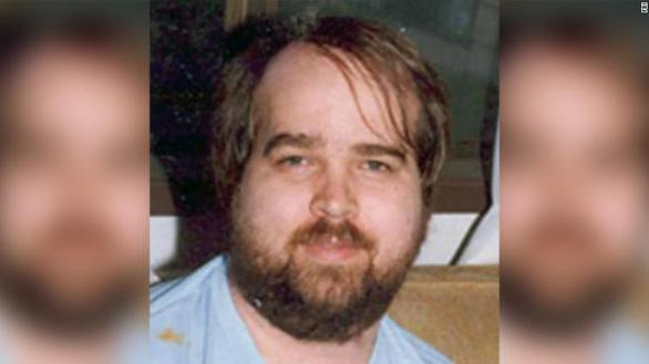 Người đàn ông ấu dâm nhiều trẻ em trốn truy nã 23 năm bỗng tự đầu thú - Ảnh 1.