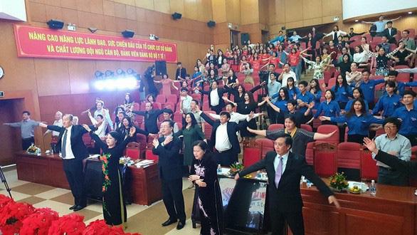 Bộ trưởng Kim Tiến chỉ thị thầy thuốc toàn quốc tập thể dục với bài tập 3 phút - Ảnh 1.