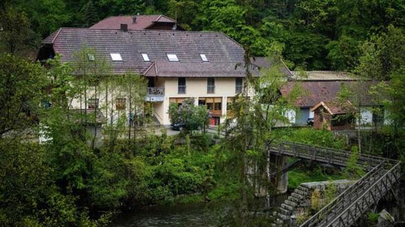 Thảm sát bằng nỏ bí ẩn ở Đức, 5 người chết - Ảnh 1.