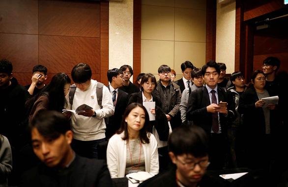 Hàn Quốc xuất khẩu lao động sang... Việt Nam - Ảnh 1.