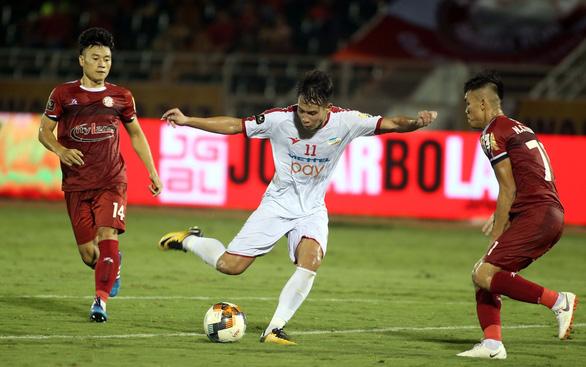 Sợ mất học trò ông Park, CLB TP.HCM bỏ gần 9 tỉ đồng ký hợp đồng gia hạn 3 năm - Ảnh 2.