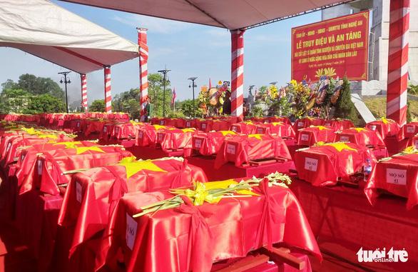 An táng 98 hài cốt liệt sĩ Việt Nam hi sinh ở Lào - Ảnh 2.