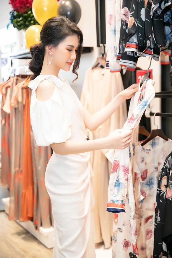 Tổng công ty Đức Giang ra mắt showroom thời trang đầu tiên tại TP.HCM - Ảnh 2.