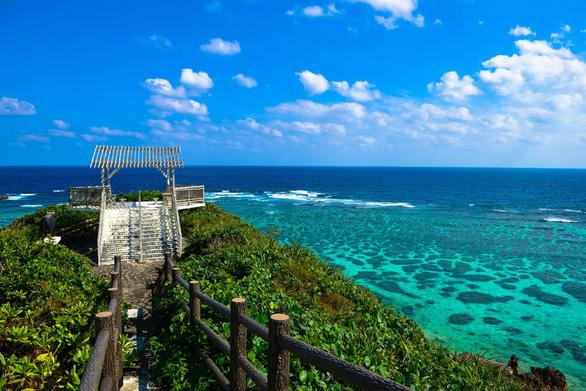 Bay thẳng đến Okinawa khám phá đảo Trường Sinh - Ảnh 2.