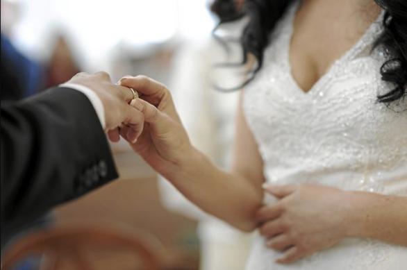 50 người bị bắt trong đường dây làm kết hôn giả của người Việt tại Mỹ - Ảnh 1.