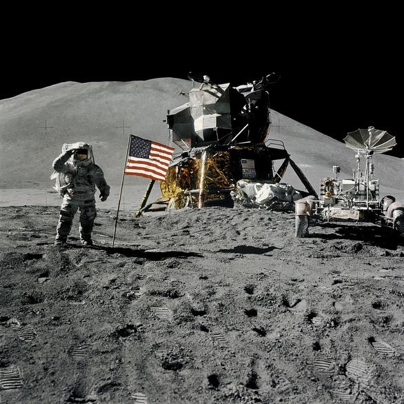 Mặt trăng đang teo... dần đi như trái nho khô - Ảnh 2.