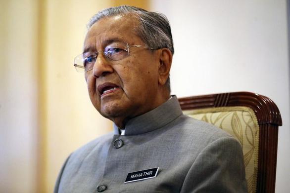 Thủ tướng Malaysia thú nhận được cô bé 10 tuổi dạy dùng thiết bị điện tử - Ảnh 1.