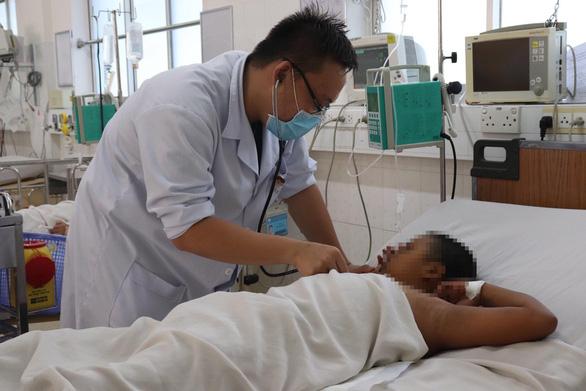 Nhiều ca bệnh nặng do sốt xuất huyết - Ảnh 1.
