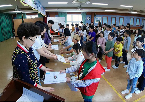 Giáo viên Hàn Quốc chán nản vì bị mắng chửi, bị quấy rối tình dục - Ảnh 1.
