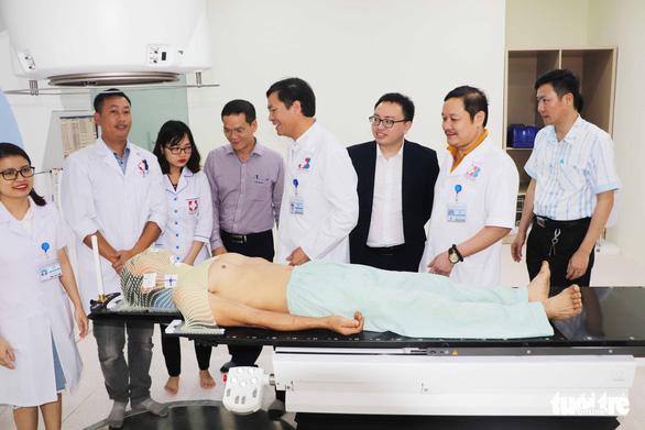 Bệnh viện đầu tiên ở Bắc Trung bộ có máy xạ trị điều trị ung thư - Ảnh 1.