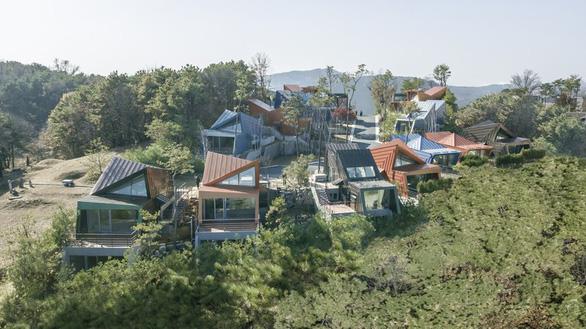 Kiến trúc lạ mắt của khu nhà ở đầy màu sắc tại Hàn Quốc - Ảnh 1.