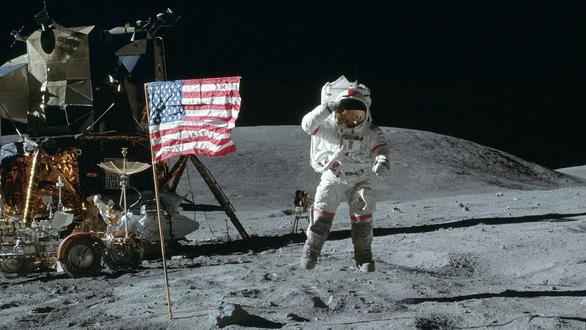 Phụ nữ đầu tiên sẽ lên Mặt trăng vào năm 2024? - Ảnh 1.