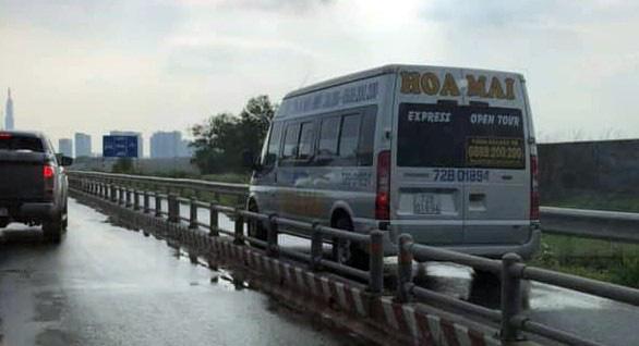 Chạy vào đường cấm, tài xế nói bị hành khách hối thúc - Ảnh 3.