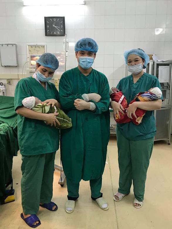 Sản phụ sinh ba bé trai cùng trứng rất hiếm gặp - Ảnh 1.