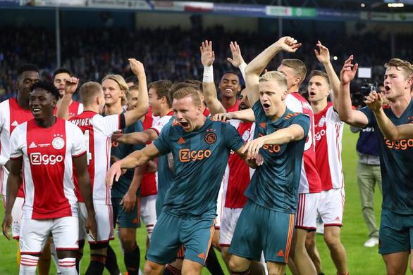 Đè bẹp De Graafschap, Ajax lần thứ 34 vô địch Hà Lan - Ảnh 1.