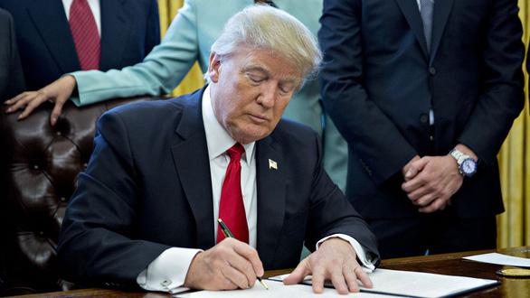 Ông Trump ký sắc lệnh cản đường Huawei - Ảnh 1.