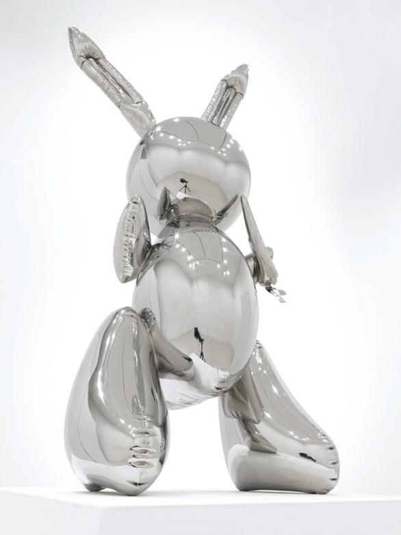 Ngắm bức tượng con thỏ không mặt bán được 91 triệu USD - Ảnh 2.