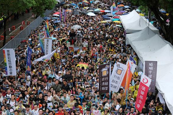 Đài Loan cho phép người đồng giới cưới nhau - Ảnh 1.