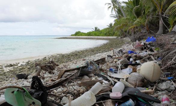 Đảo nhỏ hứng 414 triệu mảnh rác nhựa - Ảnh 1.