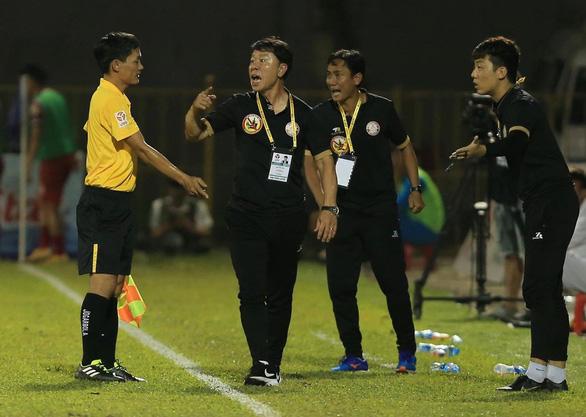 Sân Cửa Ông: Được trọng tài 'cứu' nhưng Than Quảng Ninh vẫn thua - Ảnh 3.