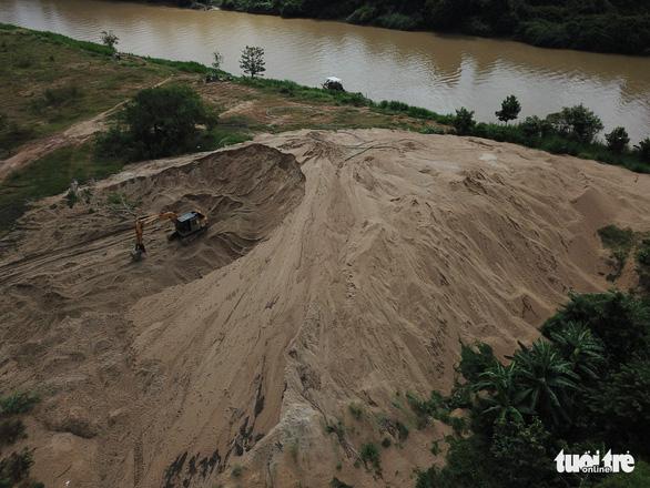 3 tỉnh cùng giám sát đặc biệt nạn cát tặc trên sông Đồng Nai - Ảnh 3.