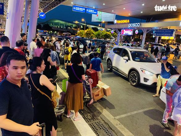 An ninh Tân Sơn Nhất liên tục bắt giữ đối tượng trộm cắp ở sân bay - Ảnh 1.