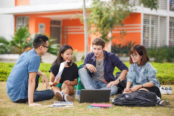 Sinh viên cần trang bị những gì để vươn ra thế giới? - Ảnh 2.