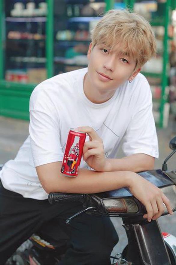 Coca - Cola đã khiến cộng đồng mạng dậy sóng với 6 chiếc lon đặc biệt - Ảnh 4.