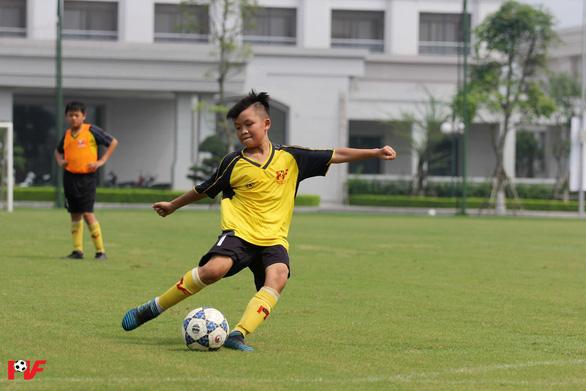 Cầu thủ nhí Việt Nam được giao lưu cùng huyền thoại Franz Beckenbauer - Ảnh 2.
