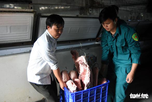 Tiêu hủy hơn 4 tấn thịt bị dịch tả heo châu Phi tại một kho lạnh - Ảnh 4.