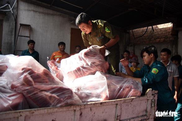 Tiêu hủy hơn 4 tấn thịt bị dịch tả heo châu Phi tại một kho lạnh - Ảnh 5.